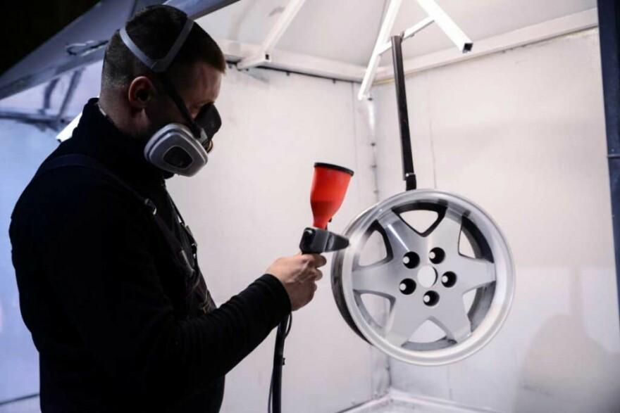 Фото процесса покраски дисков