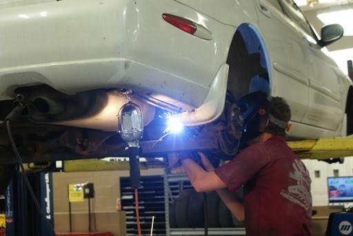 Фото процесса сварки кузова авто в Красноярске