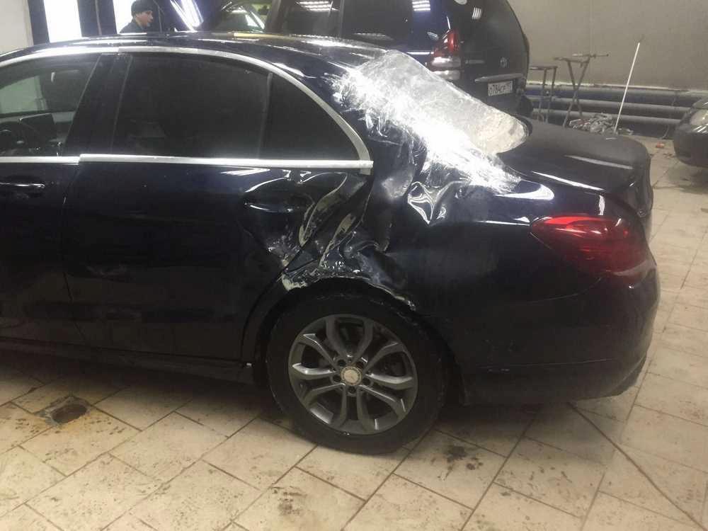 Фото повреждений задней части Мерседес